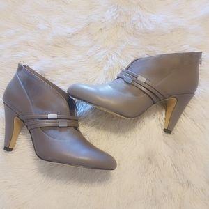 NWOT Bella Vita Ankle Boots Size 9